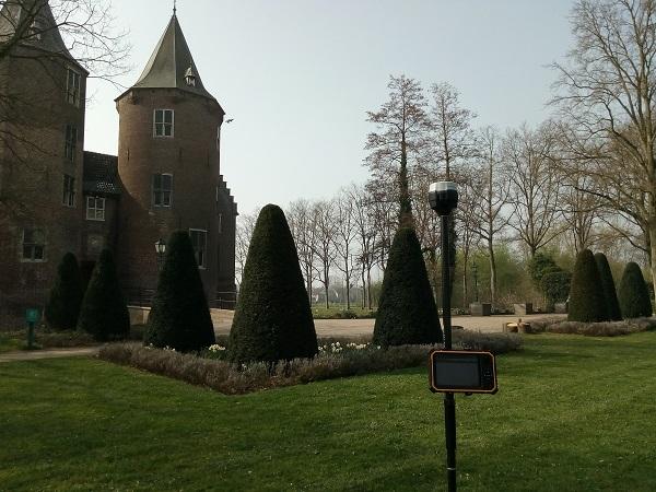 GPS meetsysteem in kasteeltuin