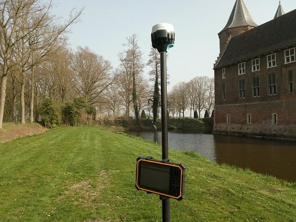 GPS meetsysteem bij kasteel