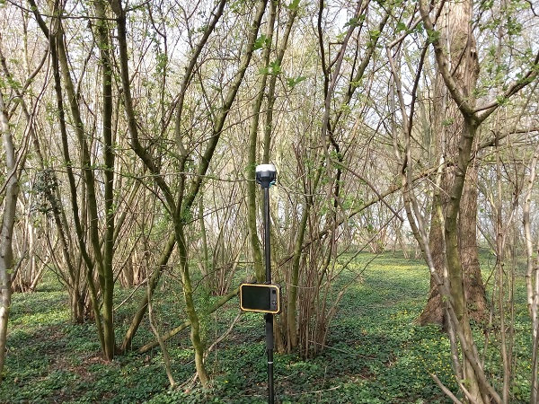 GPS meetsysteem tussen bomen