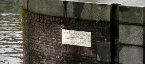 Johannes Hudde steen, voorloper van peilschaal